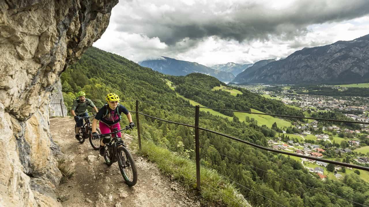 Mountainbiken i Salzkammergut Dachstein Ewige Wand cykelsemester i Österrike