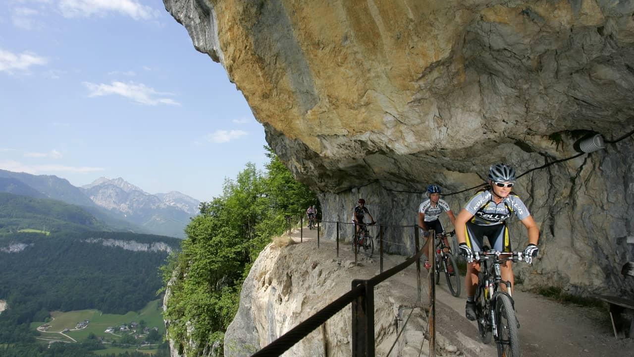 Mountainbiken på Ewige Wand Salzkammergut Semester i Österrike