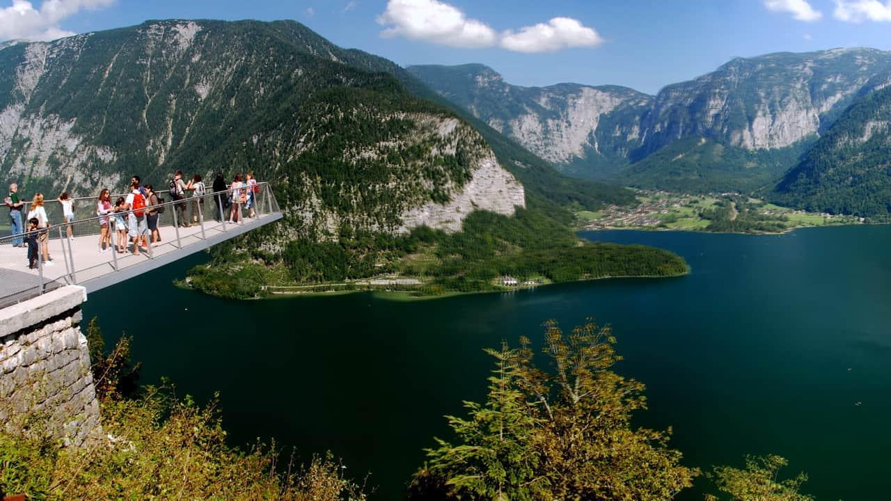 Härlig utsikt på saltberget och Hallstattättersee Hallstatt Semester i Österrike