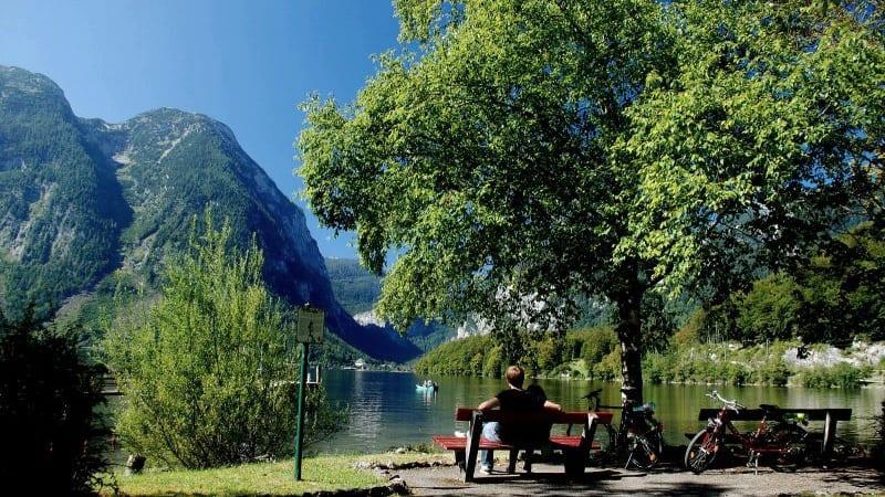 Öster om Hallstätter sjön Semester i Österrike Hallstatt