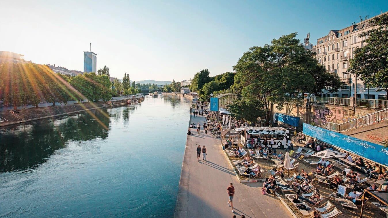 Mycket liv under sommaren på Donaukanal Wien