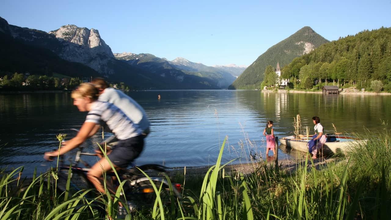 Cykla vid Grundlsee i Salzkammergut - semester i Österrike med Austria Travel