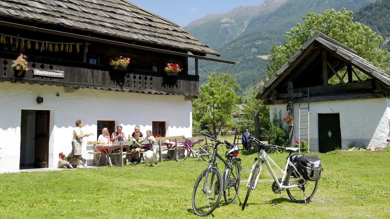 Cykla längs floden Drau cykelsemester i Österrike med Austria Travel