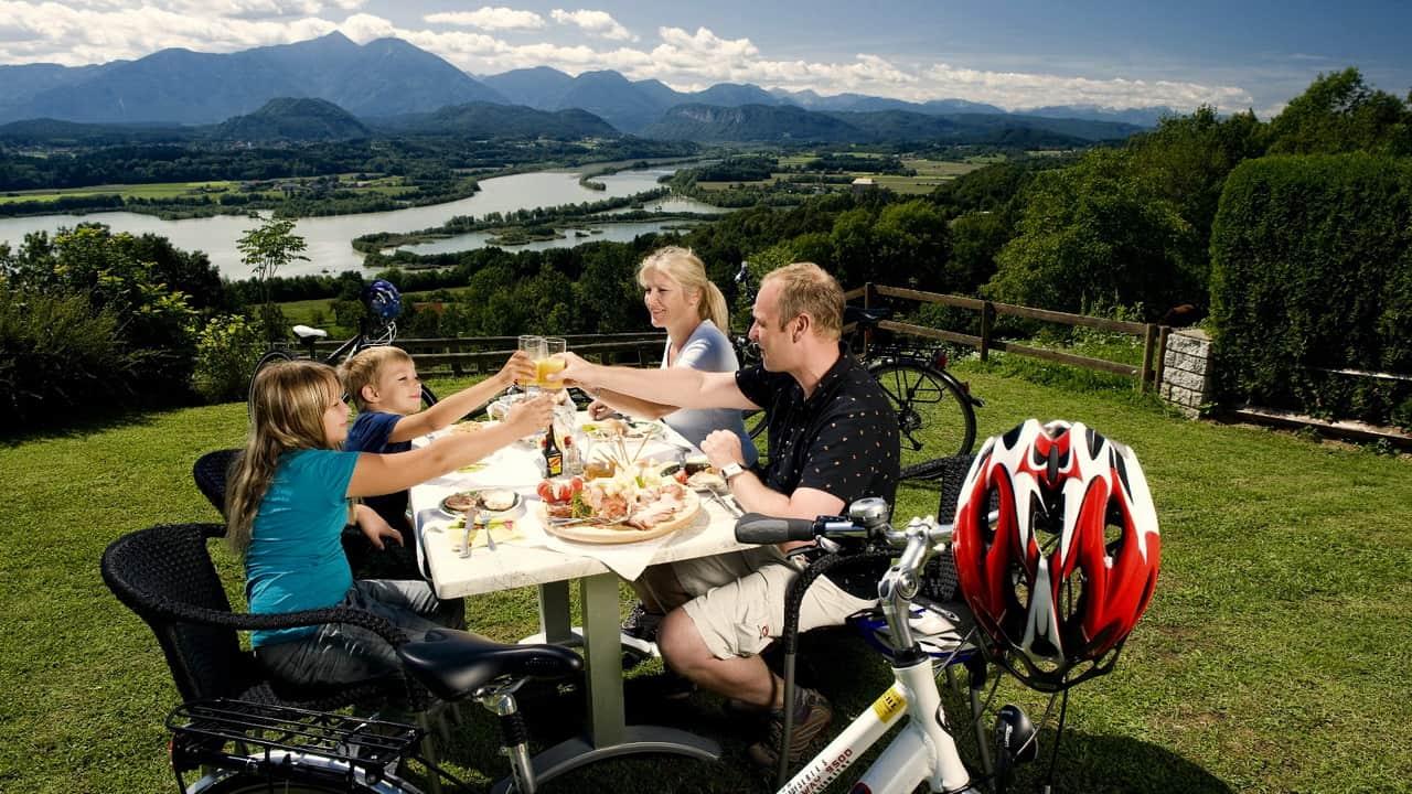 Ta en läckra jause vid Drau cykelsemester i Österrike med Austria Travel