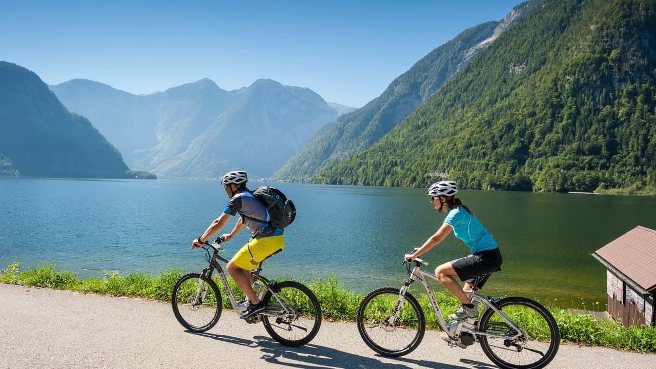Elcykel Cykling vid Hallstattsee Semester i Österrike