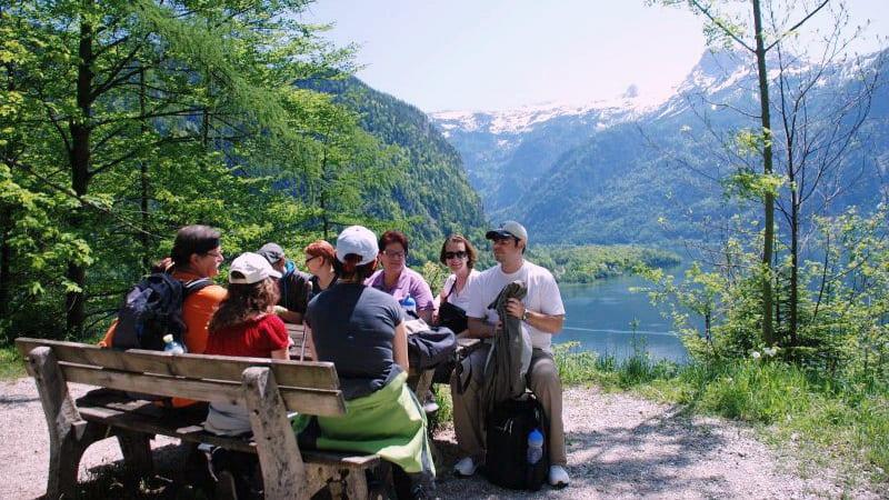 Bästa tid för vandring på Saltvägen till Hallstatt i Österrike