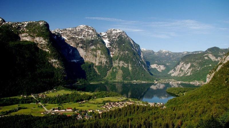 Obertraun vattenfallvägg vid Hallstättersee Semester i Österrike