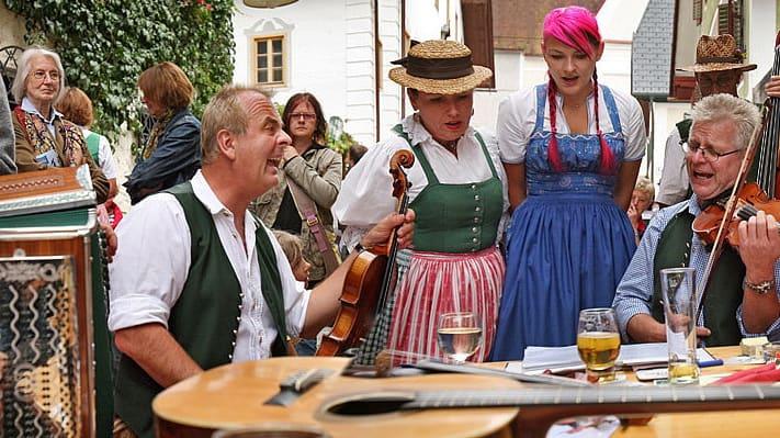 En typiskt onsdag i Bad Goisern semester i Österrike