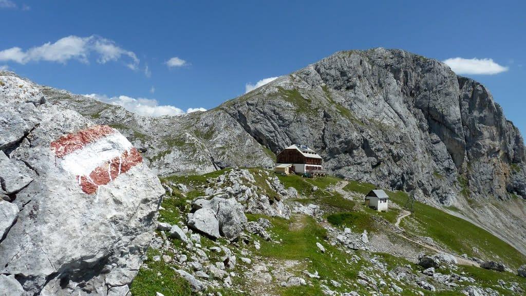 Guttenberghaus bland bergmassivet vandring semester i Österrike