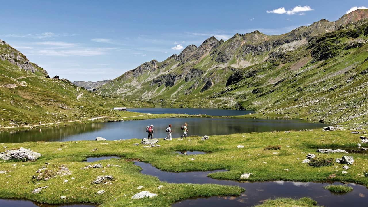 Vandring längs Giglachsjöarna Dachstein semester i Österrike