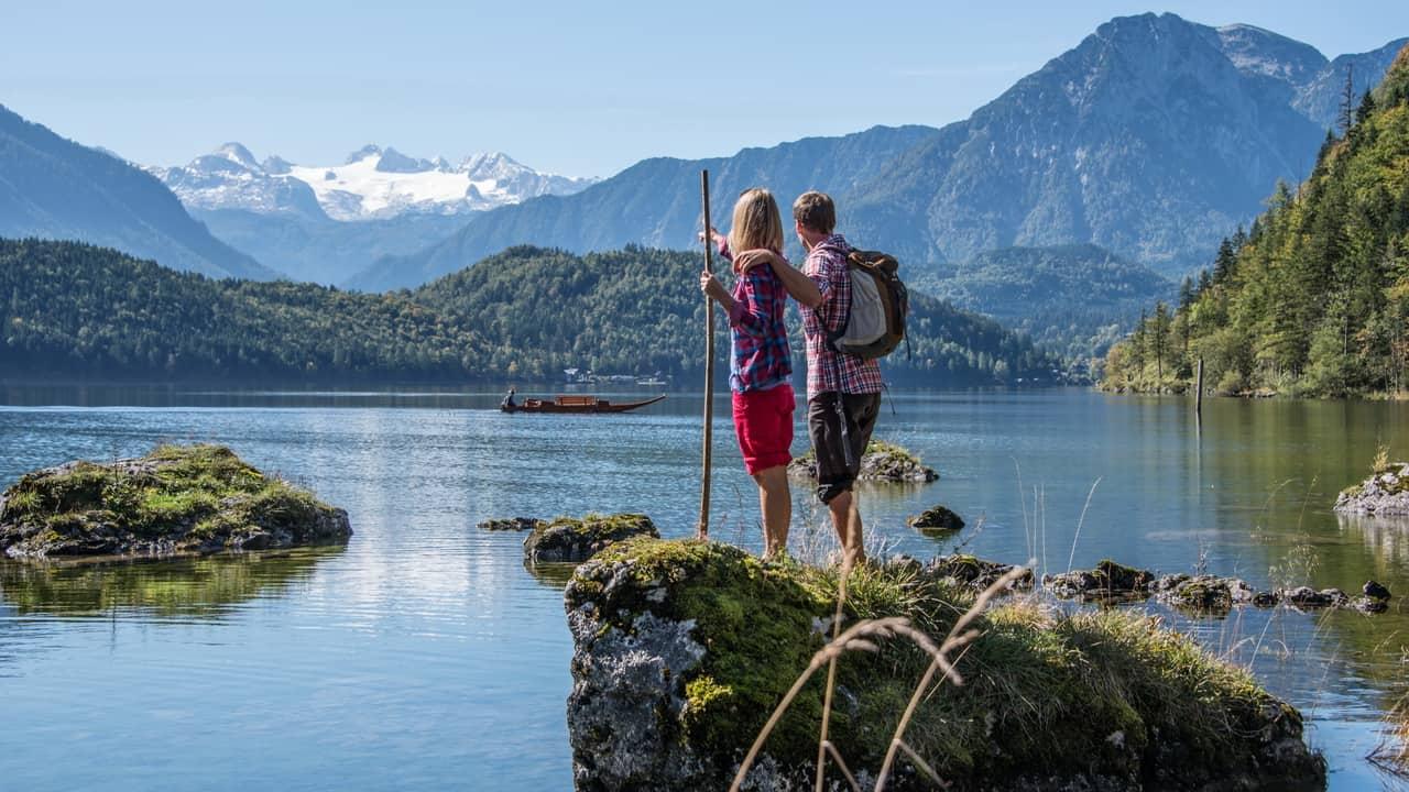 Vandring vid Altaussee sjön vandring semester i Österrike