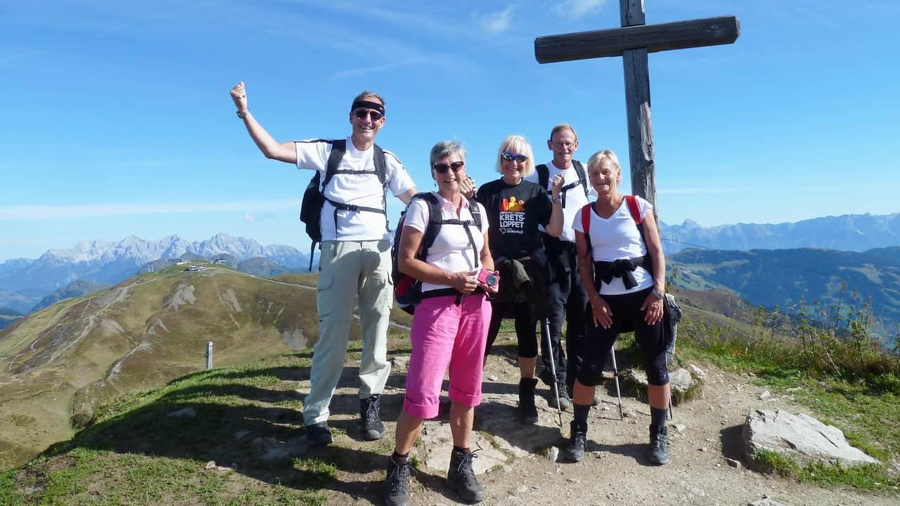 Glada vandrare på topp Guidad vandringsresa © Austria Travel - Rusner