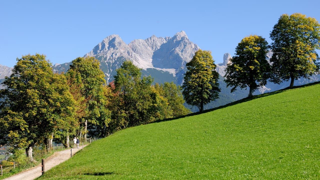 Vandra på Saalachtaler Rundweg med utsikt Saalfelden Leogang Semester i Österrike