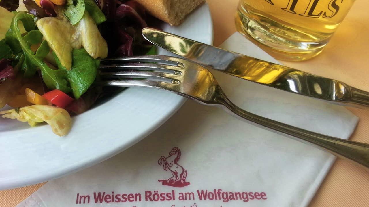Lunch på Värdshuset Vita Hästen weisses rössl semester cykelsemester i Österrike © Austria Travel - Rusner