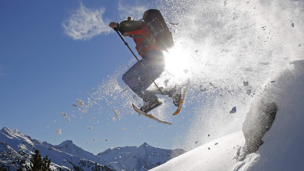 Snöskovandring i Salzkammergut - vintersemester i Österrike