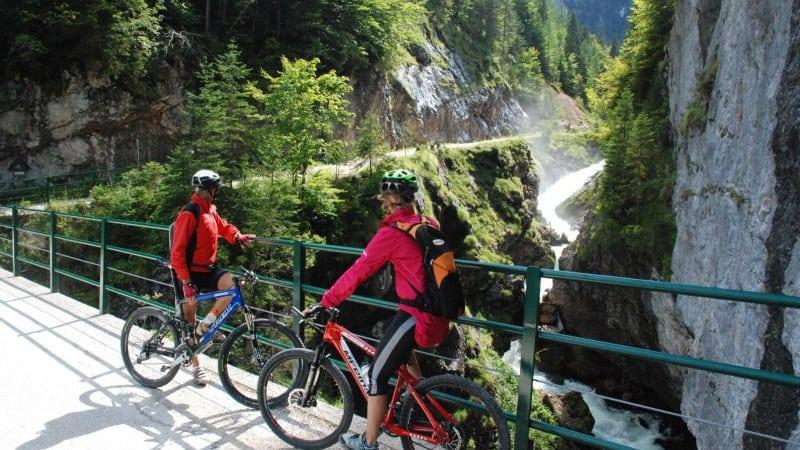 Biketrail vid Hallstatt genom Echern-dalen - cykelsemester semester i Österrike