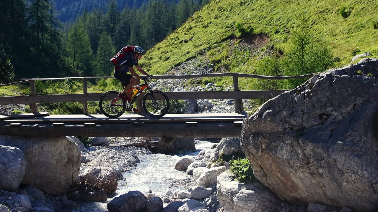 MTB på fina leder Österreich Österrike cykelsemester semester i Österrike