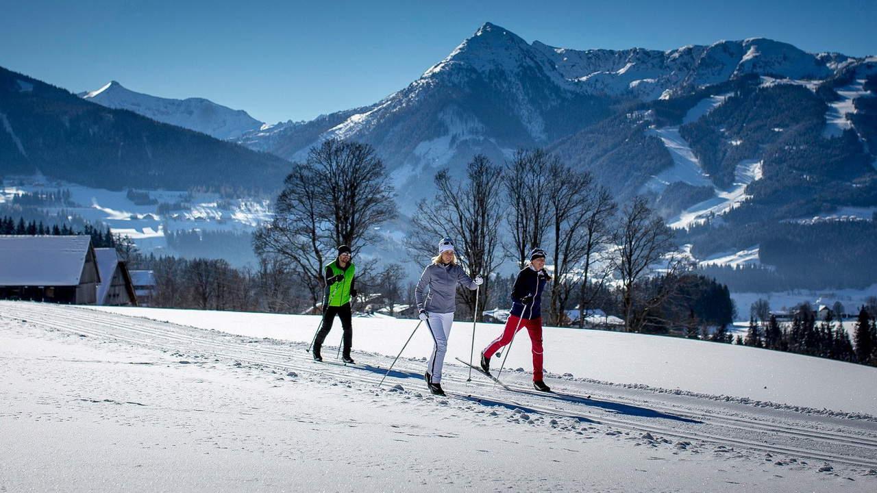 Längdskidåkning vid Dachstein Semester vinter i Österrike