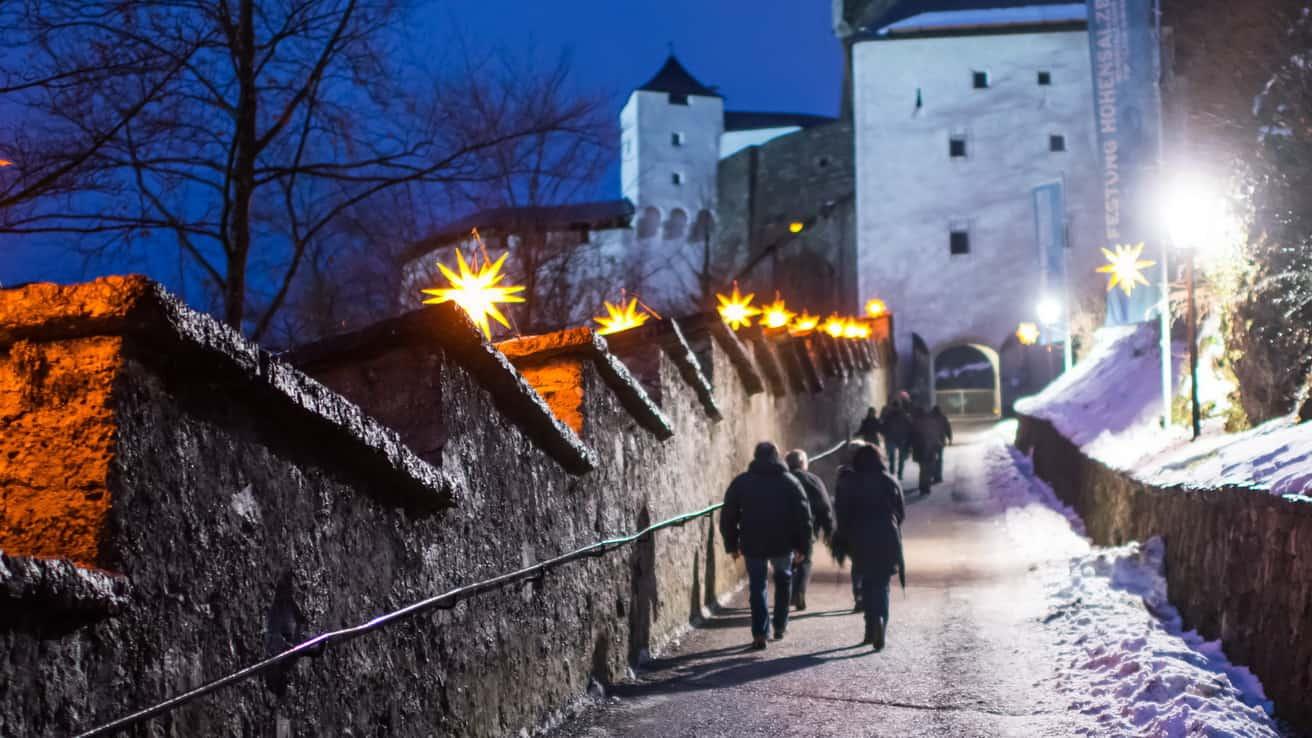 Jul advent adventsmarknad julmarknad fästning Hohensalzburg Salzburg vintersemester Österrike