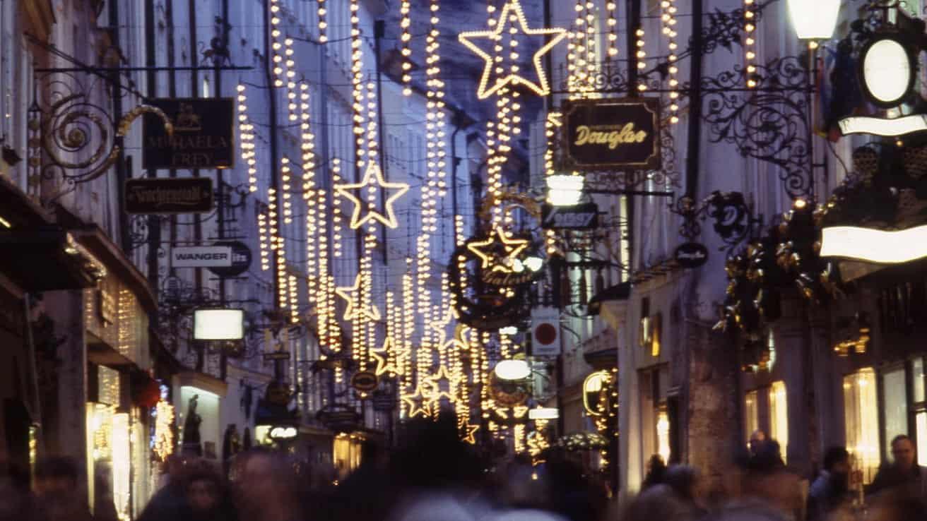 Jul advent Getreidegasse Salzburg Österrike adventsmarknad julmarknad