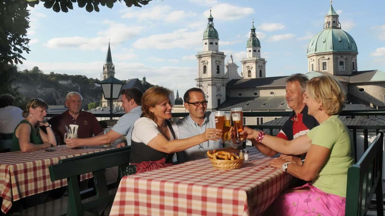 God mat på Stieglkeller i Salzburg semester cykelsemester i Österrike