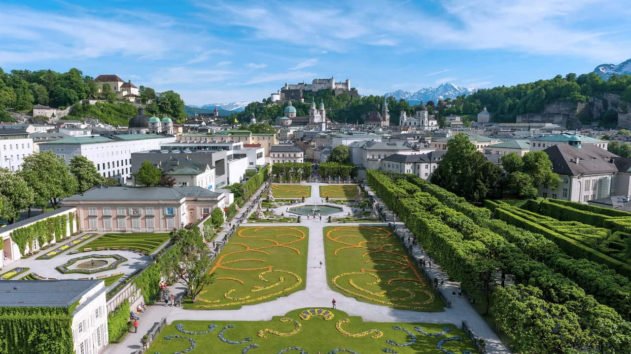 Do-re-mi i Mirabell trädgården i Salzburg SOM Österrike Sound of Music