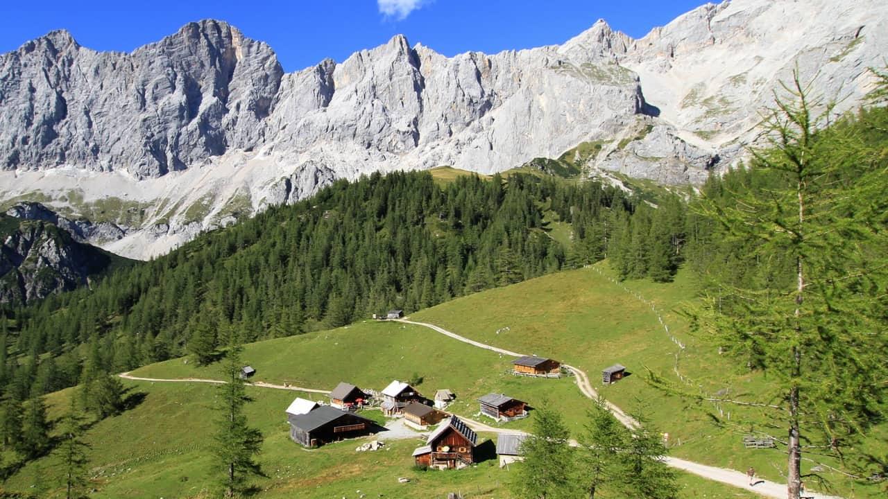 Dachstein med pittoreska fäbodar vandring semester i Österrike