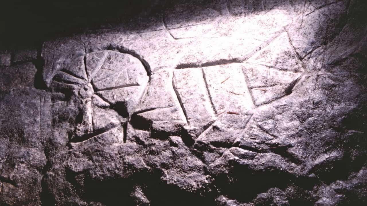 Notgasse med 2000 år gamla klippmålningar