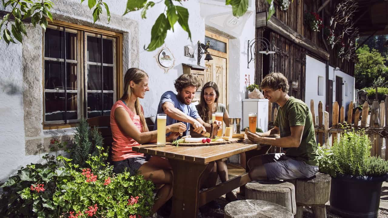 Jause am Bauernhof in Lans Semester i Österrike Tirol