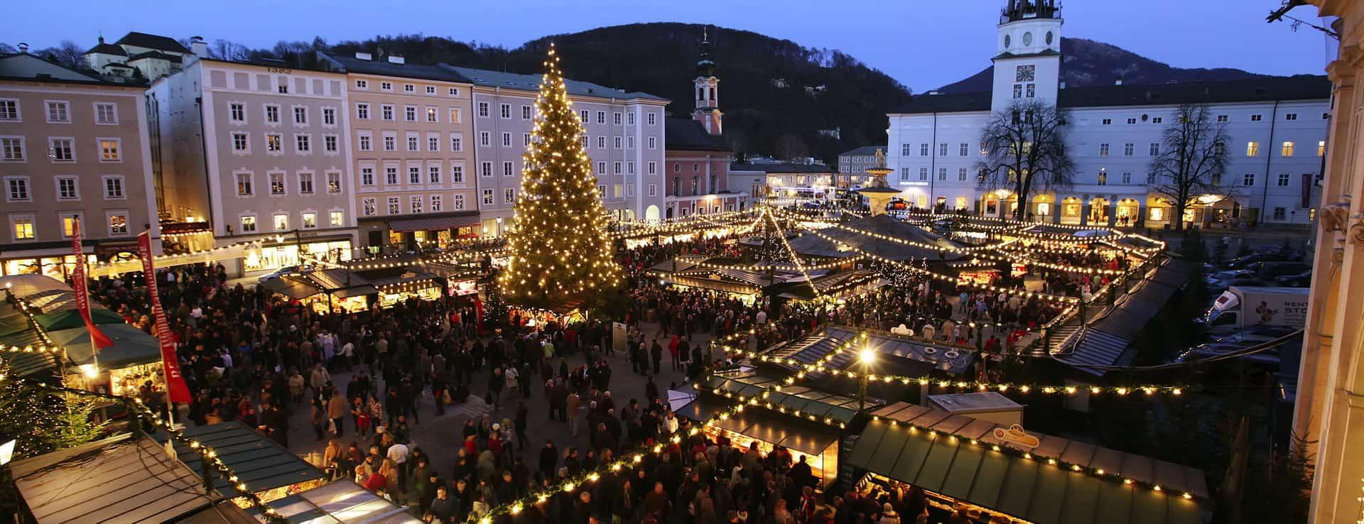 Jul julmarknad Advent adventmarknad Vinter Salzburg semester vintersemester Blaue Stunde Residenzplatz Christkindlmarkt Österrike