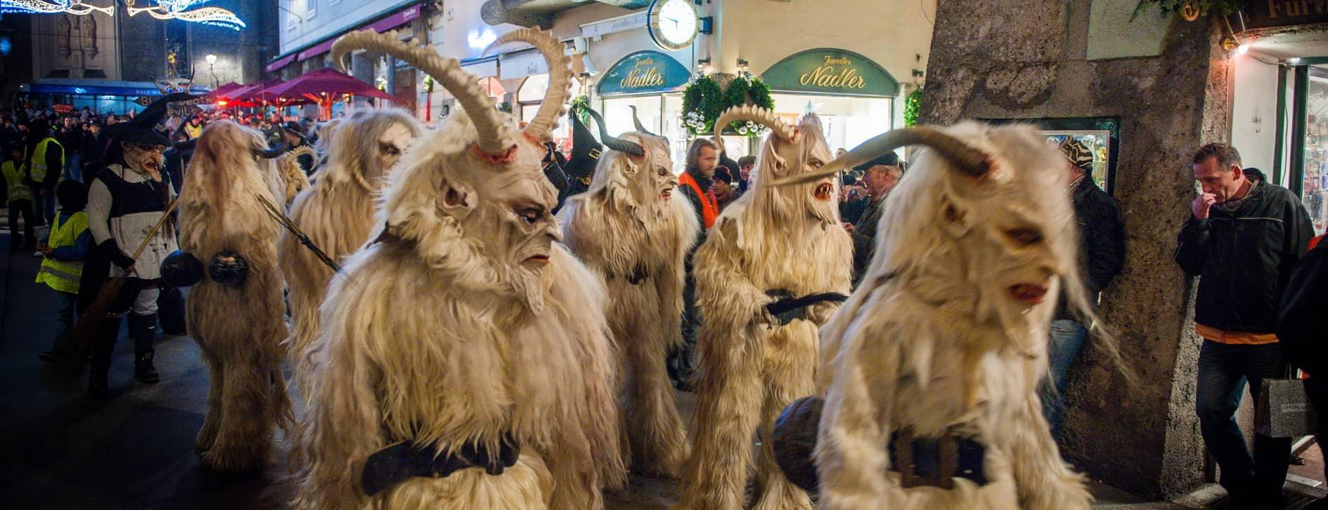 Jul julmarknad Advent adventmarknad Vinter Salzburg semester vintersemester Christkindlmarkt Österrike tradition perchten perchtenlauf gamla stan