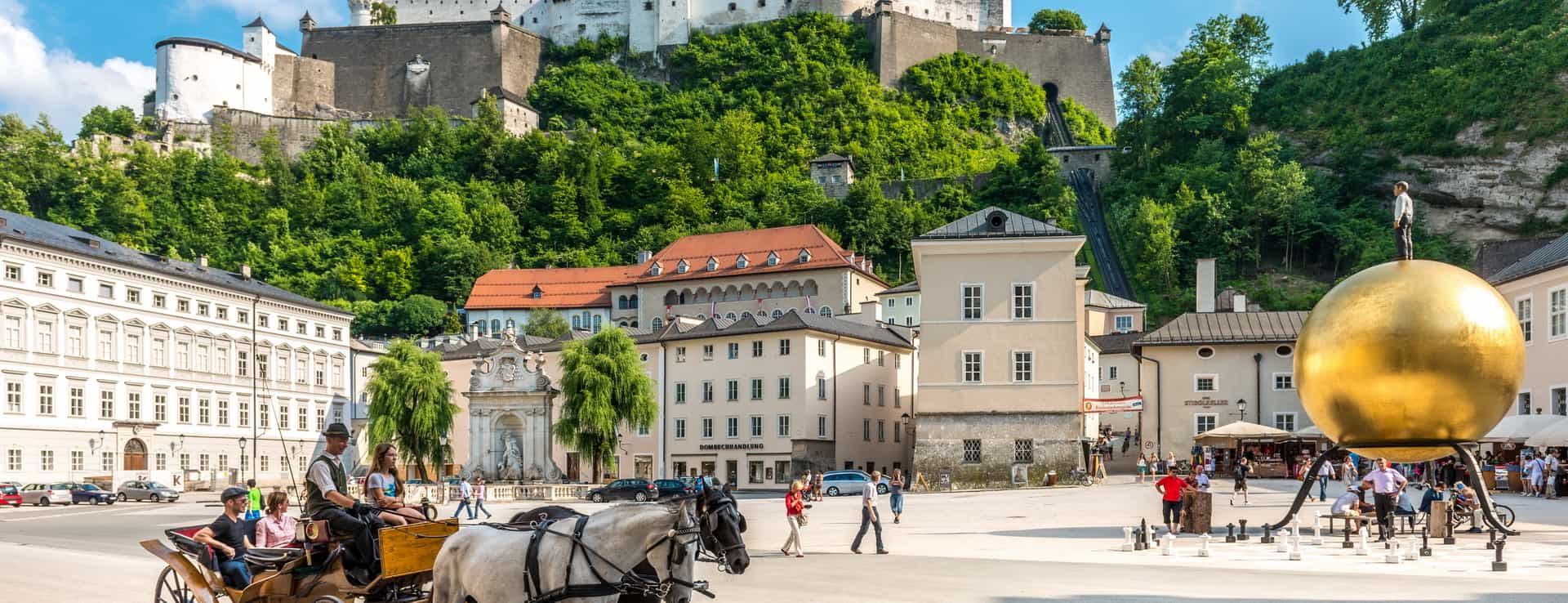 Kapitelplatz i Salzburg Österrike
