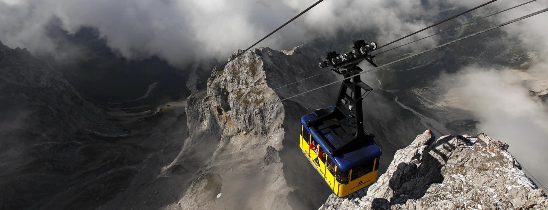 Ta dig upp till Dachstein glaciärerna Österrike