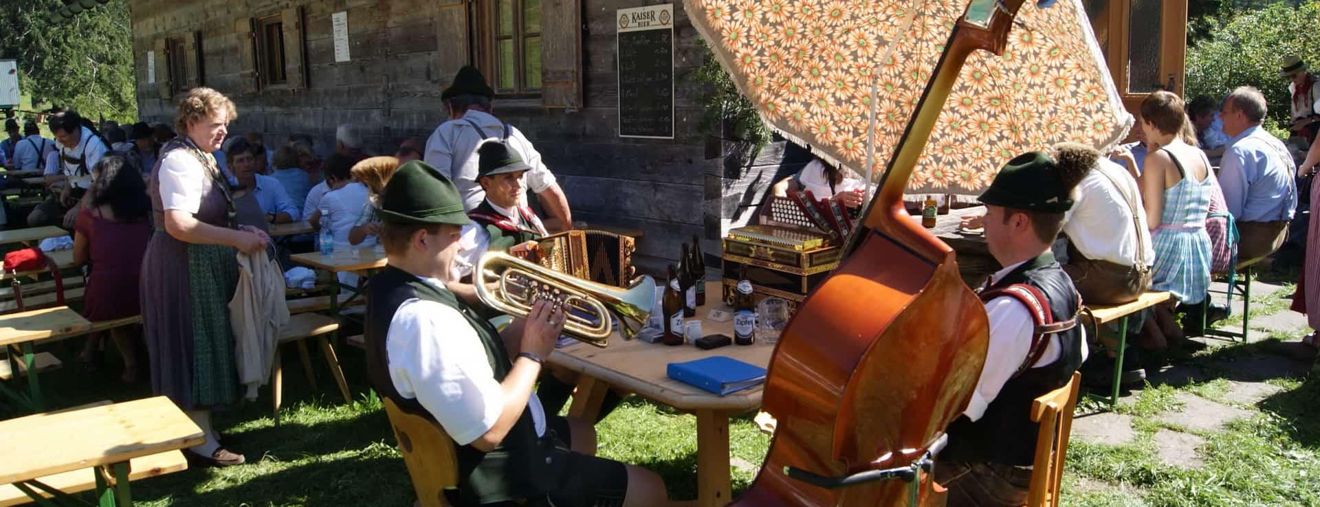 Almfest på Rettenbachalm i Salzkammergut - Semester i Österrike med Austria Travel