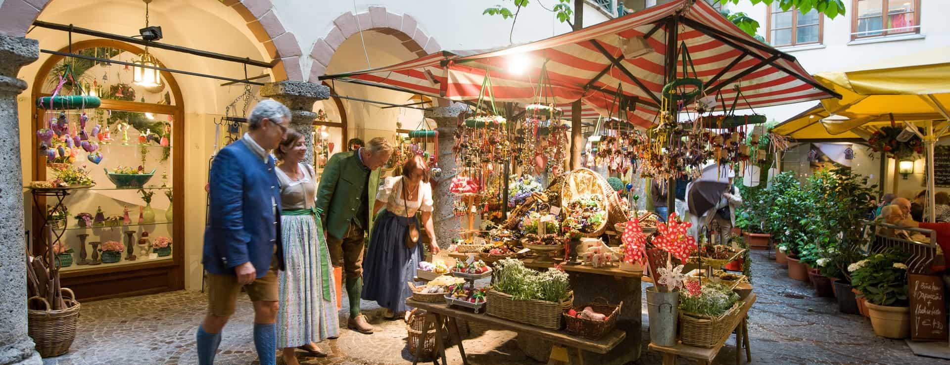 Shopping i Salzburgs gamla stan Semester i Österrike