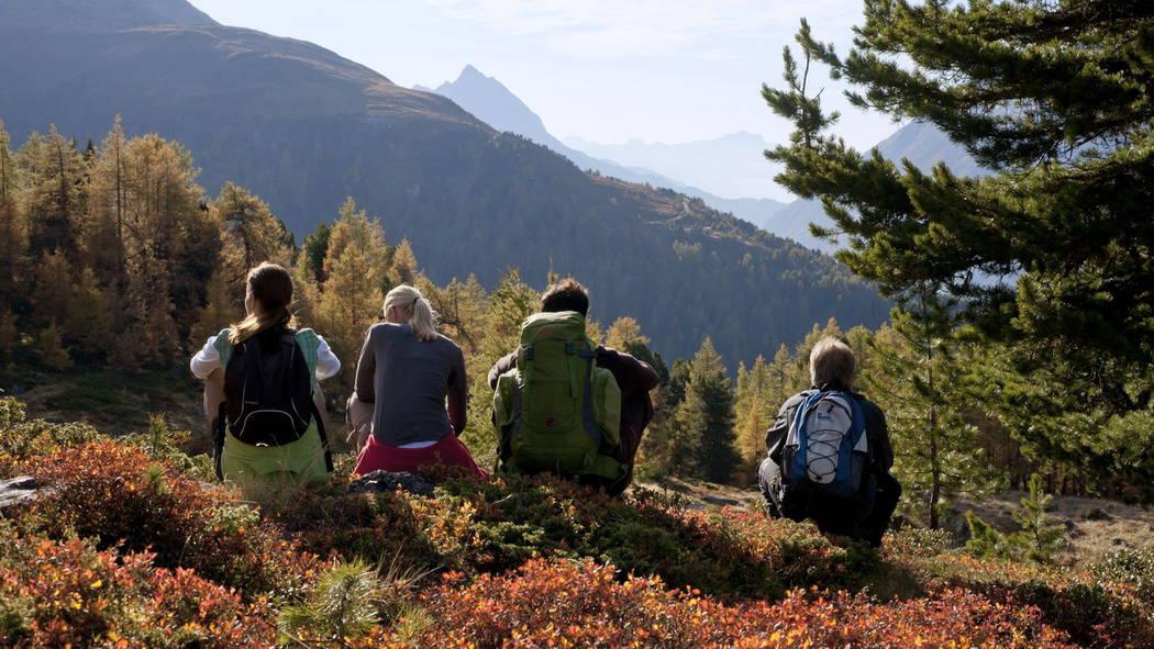 Vandra med vänner i Ischgl Paznaun Tirol Semester i Österrike