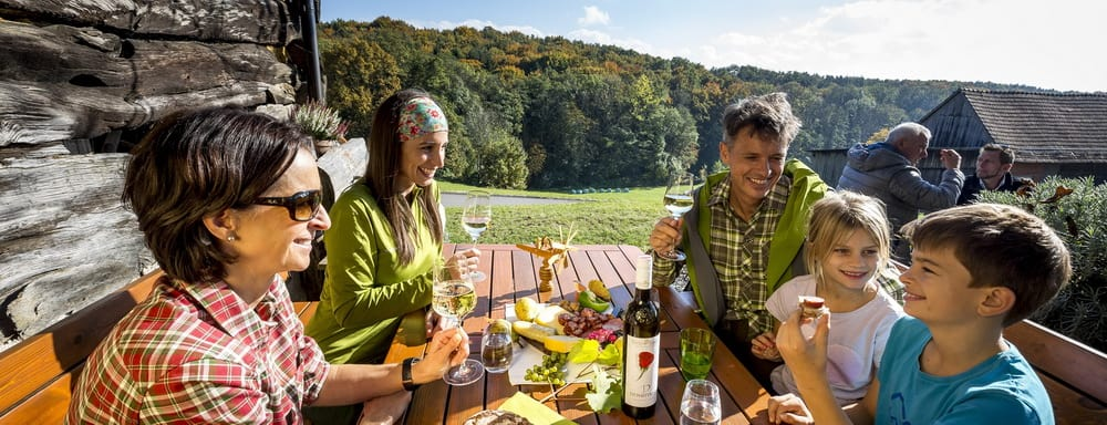 Jause beim alten Kellerstöckl in Klöch Südoststeiermark - Semester i Österrike Steiermark med Austria Travel