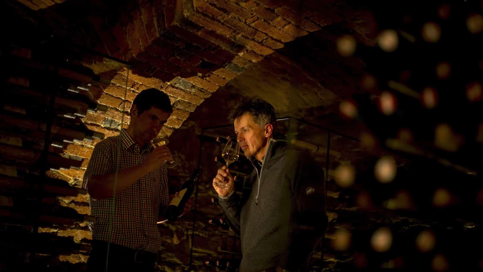 Vinprovning på Weingut Frühwirth i Deutsch Haseldorf bei Klöch - Südoststeiermark Semester i Österrike med Austria Travel