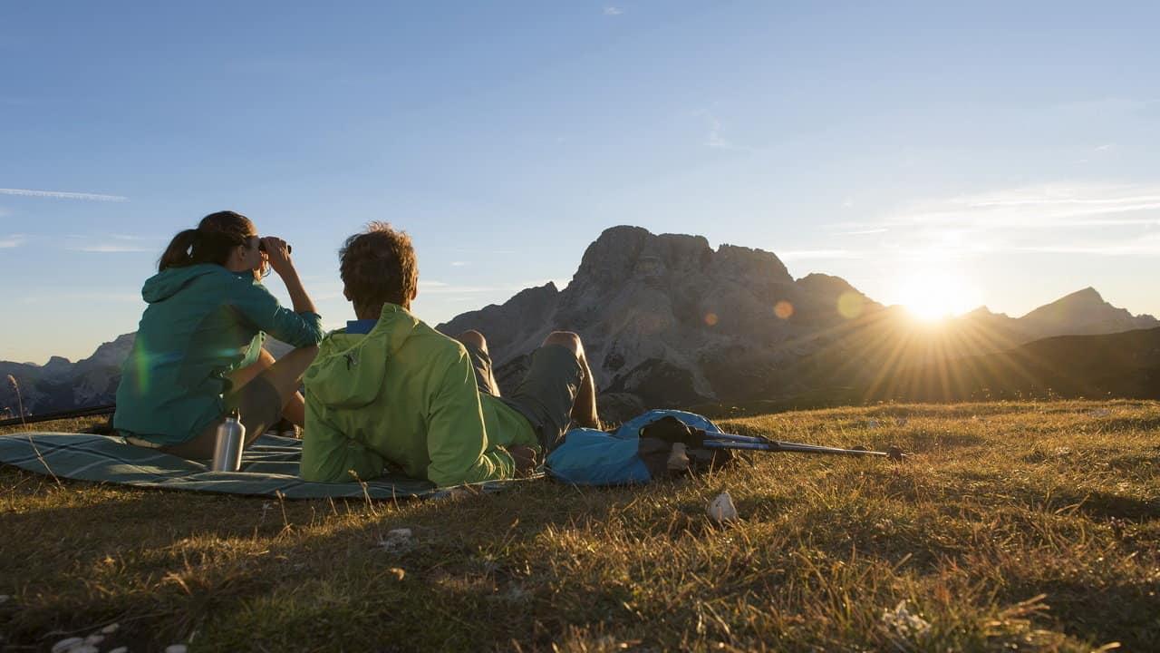 Vandra i Dolomiternas naturparker kväll