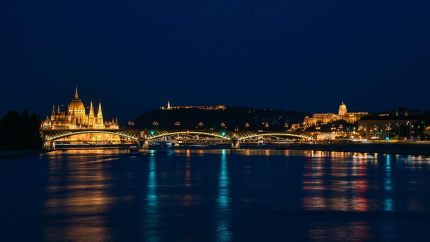 Cykla vid Donau Budapest by night