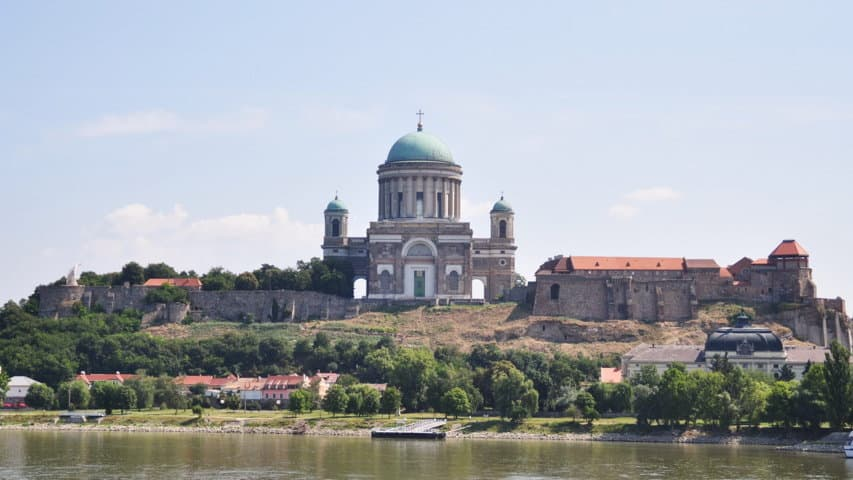 Basilikan i Esztergom cykla Austria Travel