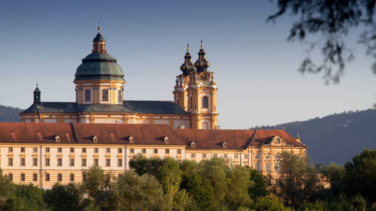Stift Melk i Wachau vid Donau