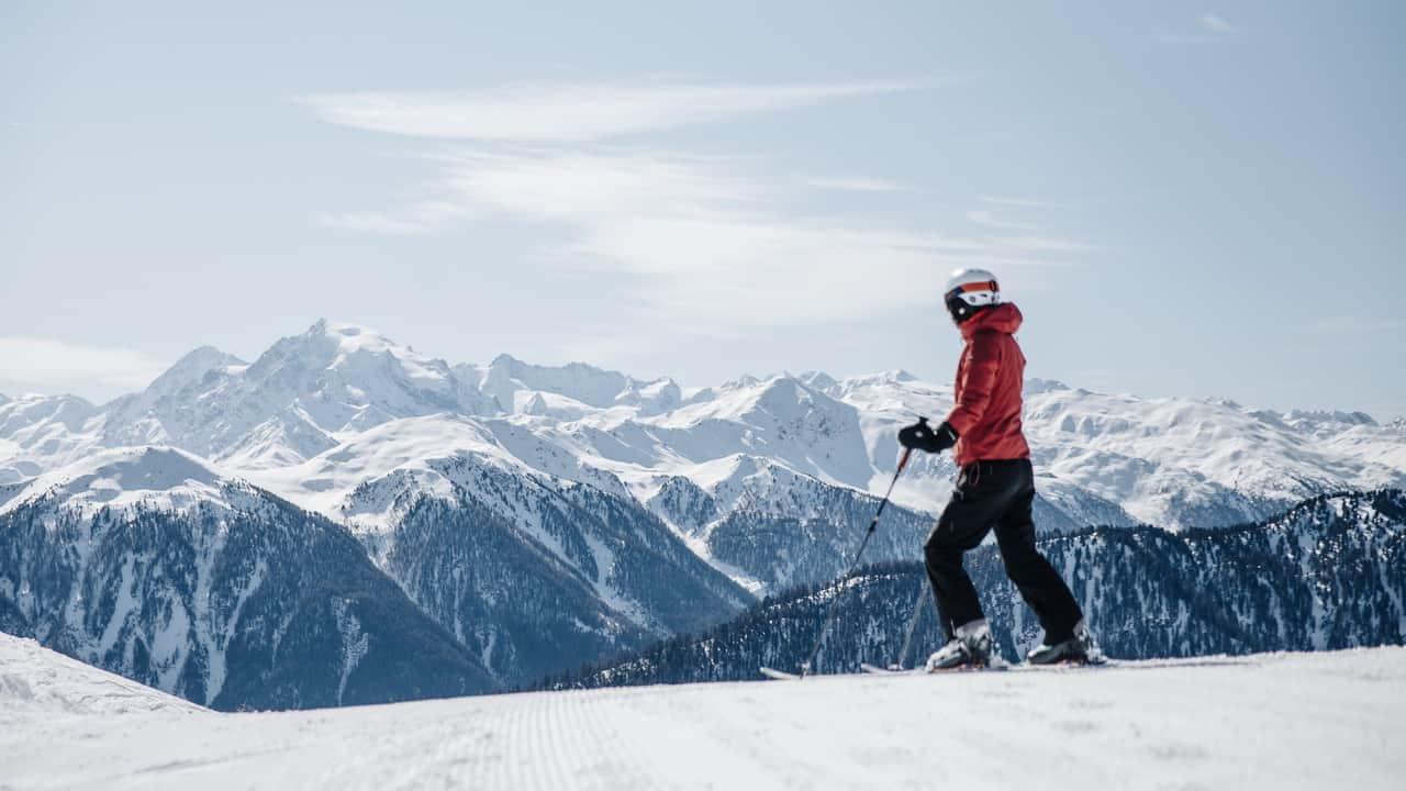 Kvinna utsikt alpin skidåkning Ortler Sulden Solda